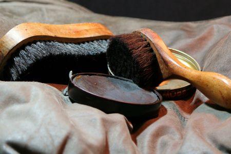 革の種類別のお手入れ方法について