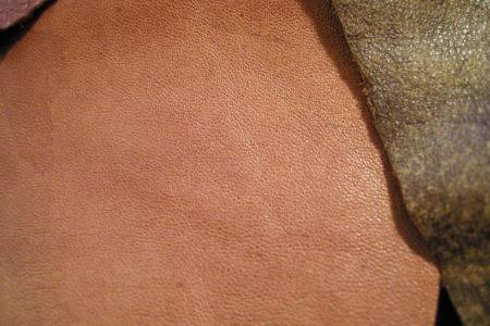 革の加工の種類やそれぞれの特徴について